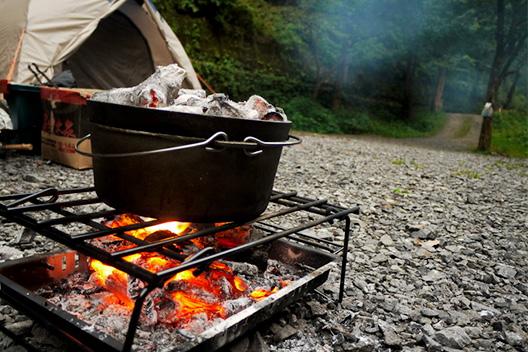 ダッチオーブン キャンプ